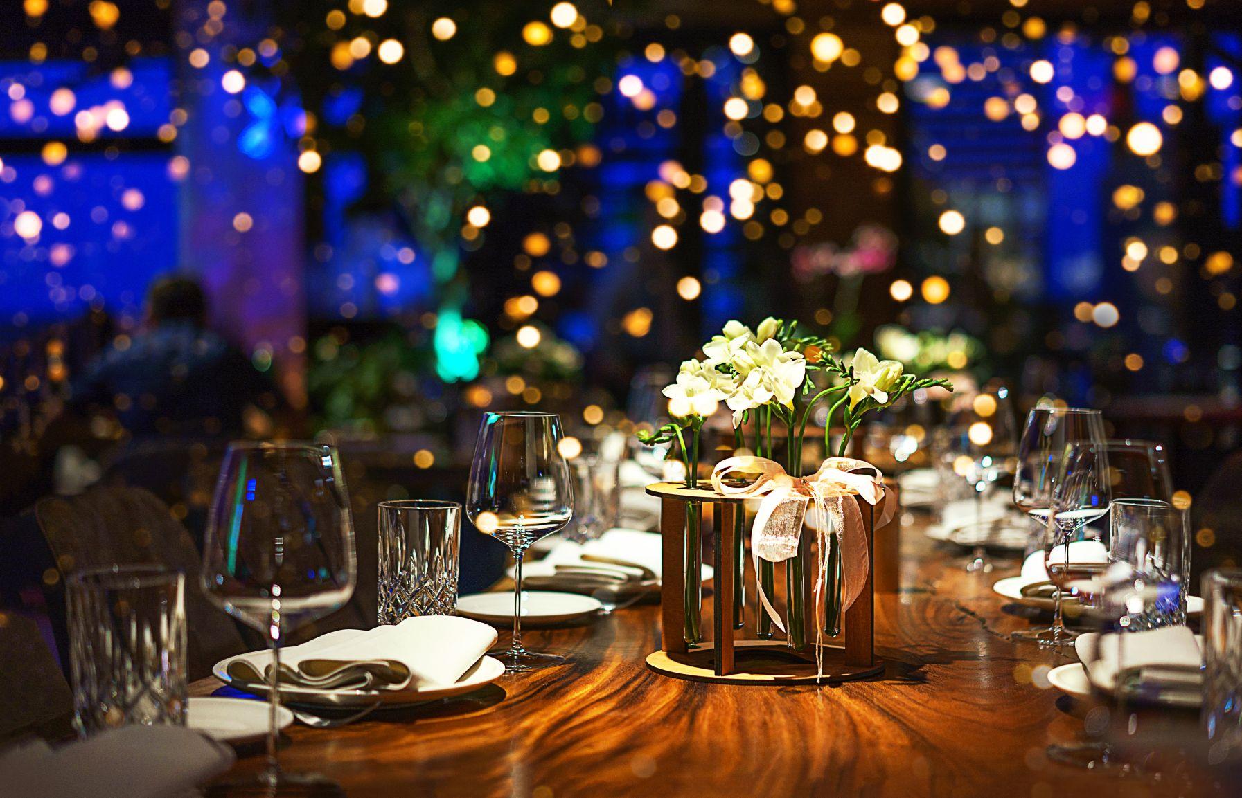 Tisch schön eingedeckt