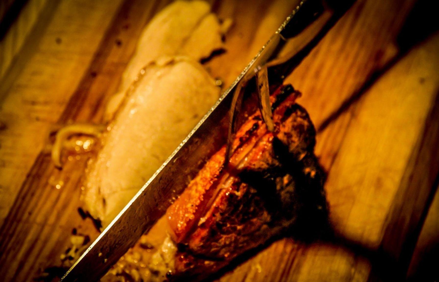 Steak wird aufgeschnitten