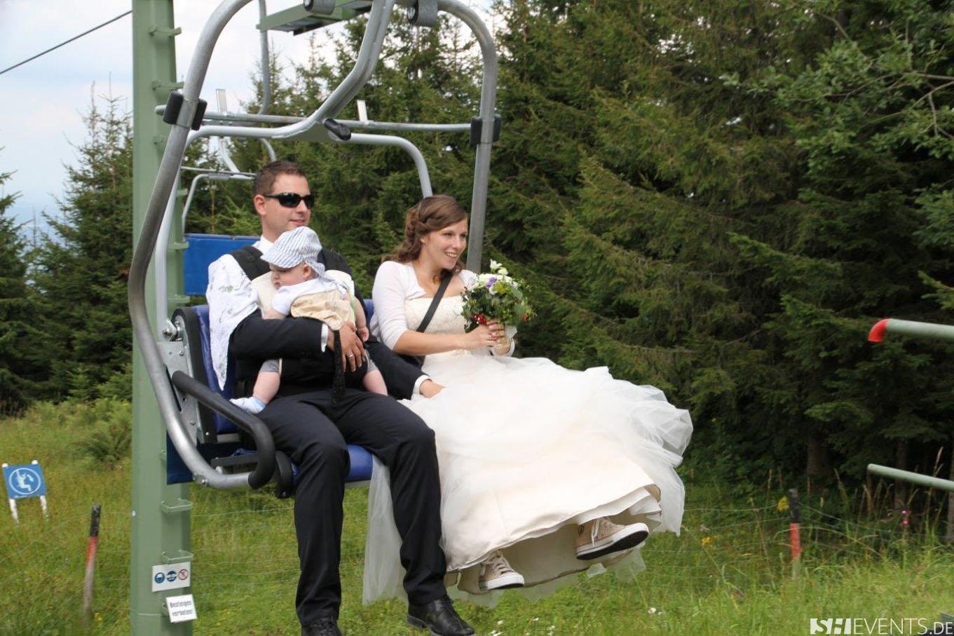 Hochzeitspaar auf der Gondel