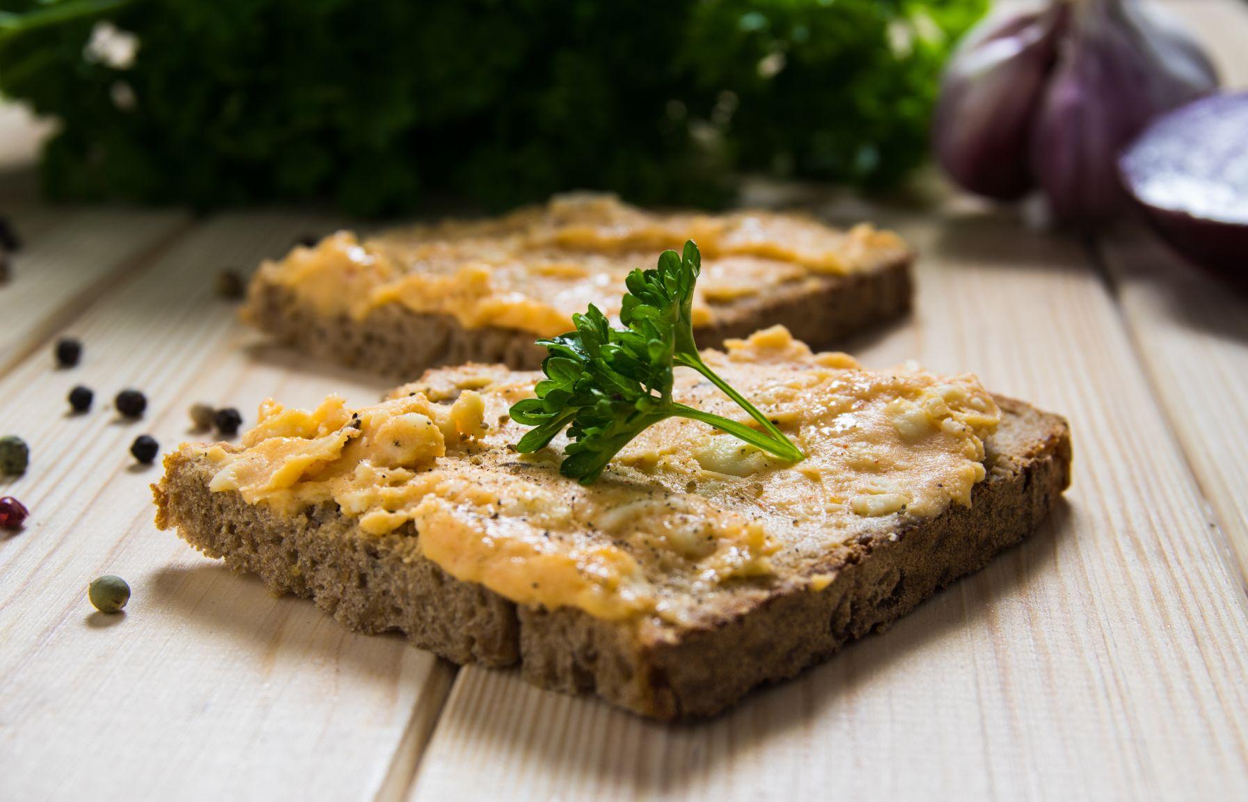 Brot mit Aufstrich