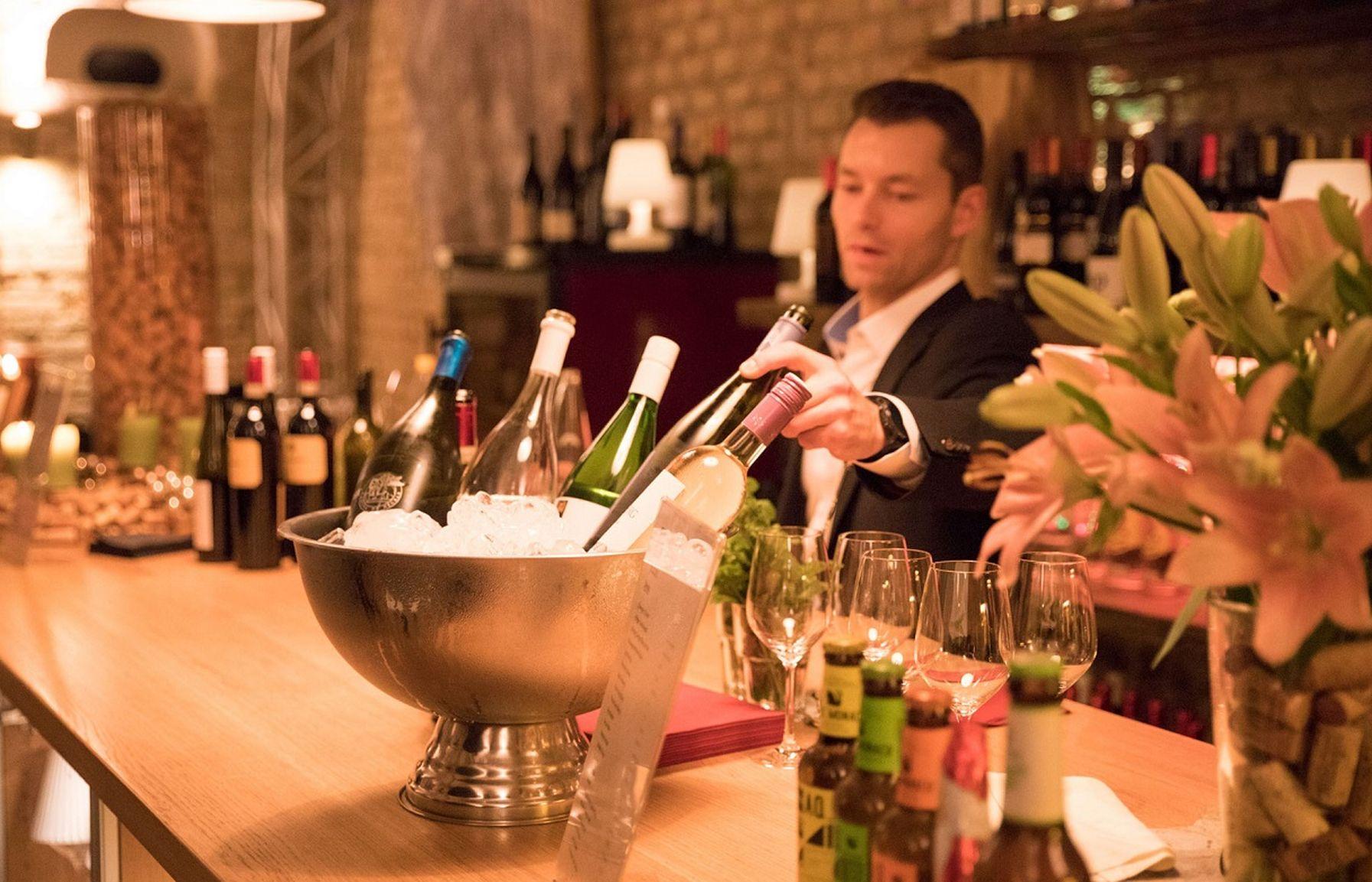 Weinbar im Weinkeller