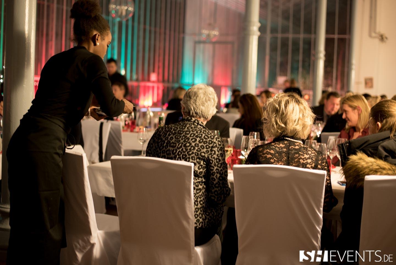 Kellnerin am Tisch im Eisernen Haus
