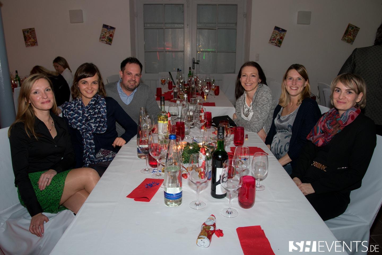 Gruppenbild am Tisch im Eisernen Haus