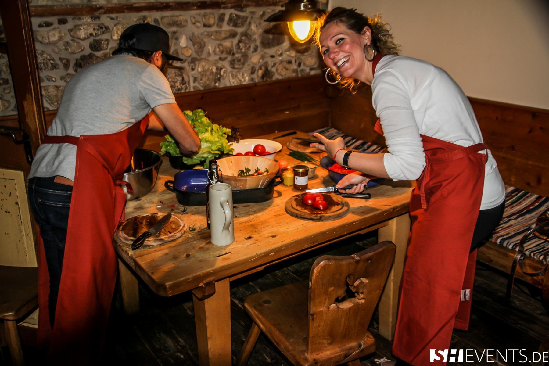 Frauen beim Kochen im Berg- und Bauernhaus