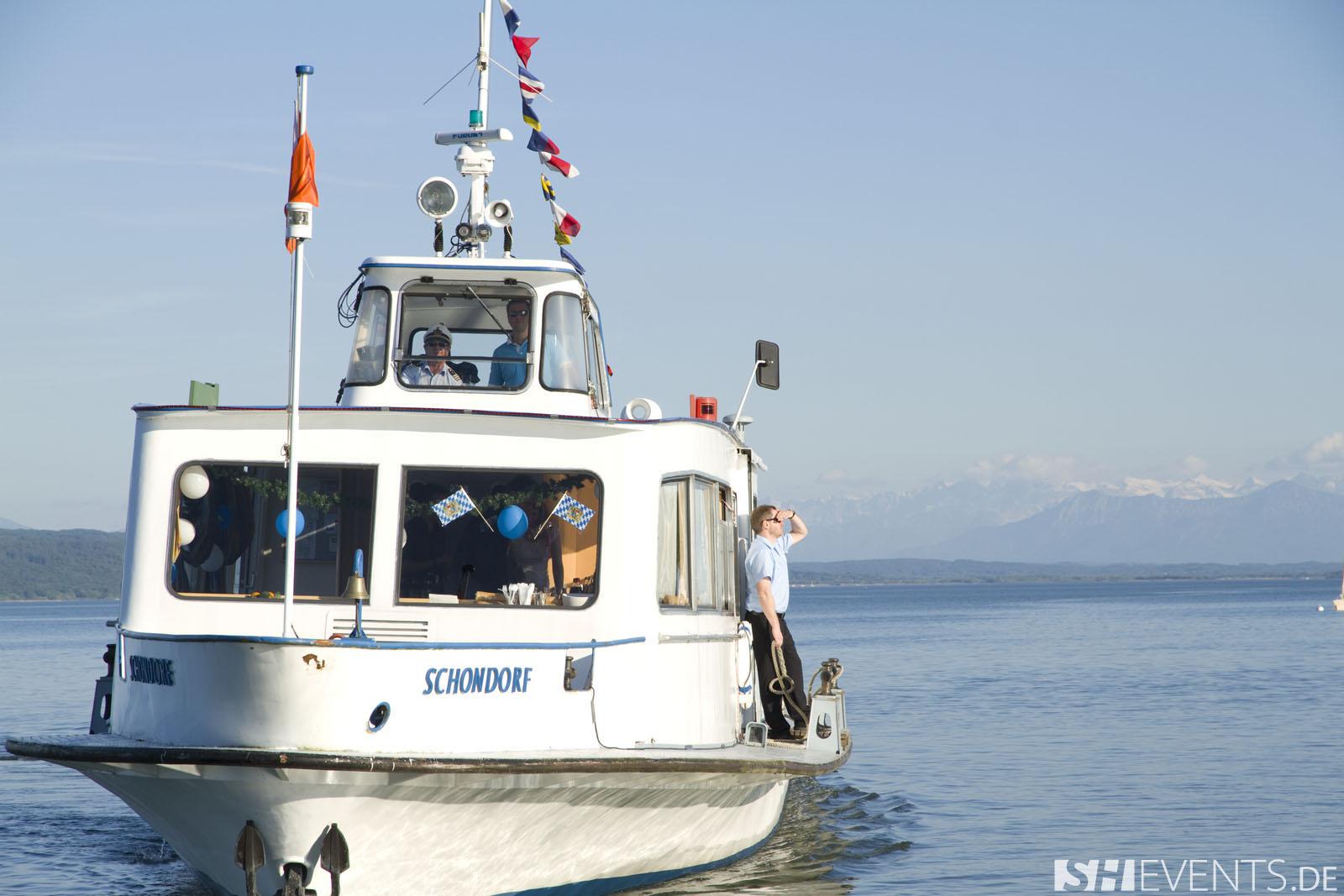 Boot von vorne mit Kapitän