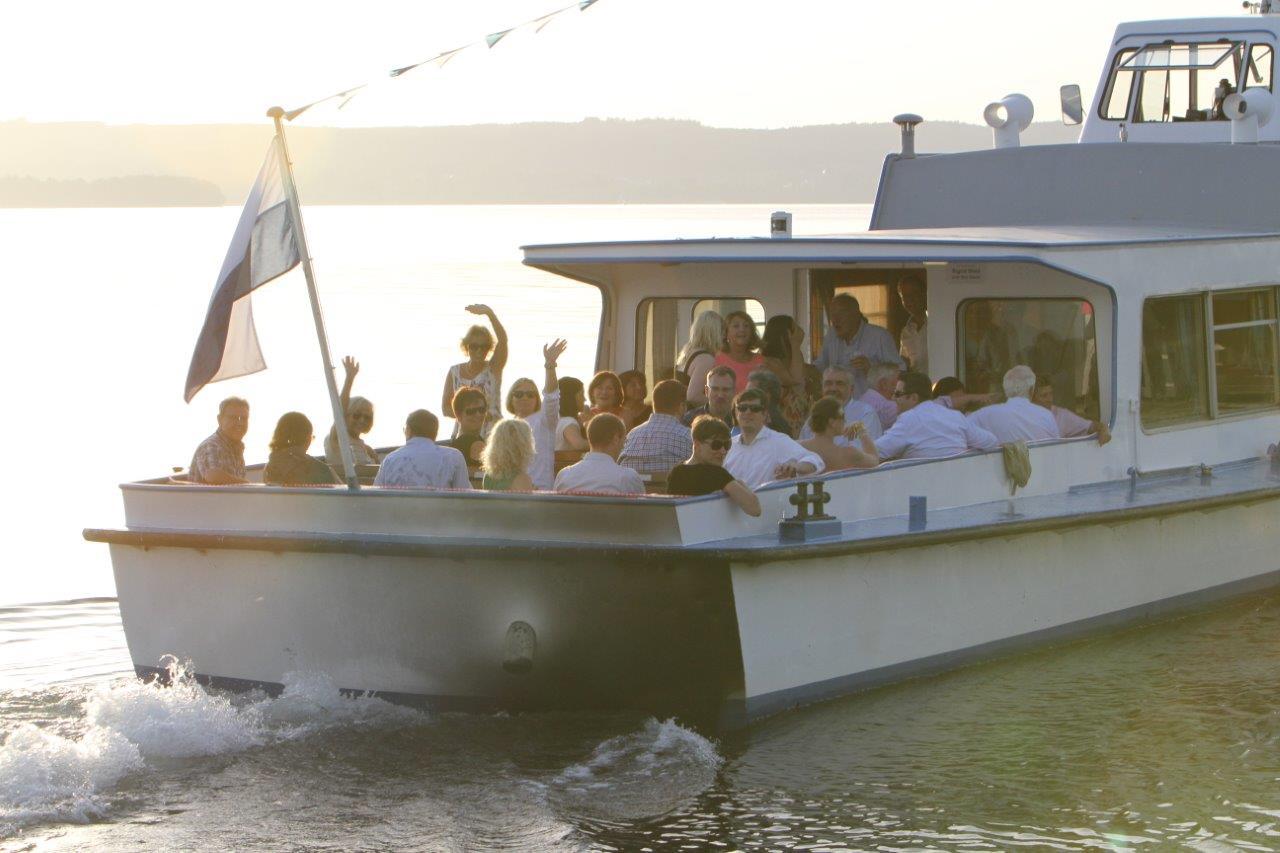 Gäste auf Boot bei Bootsevent