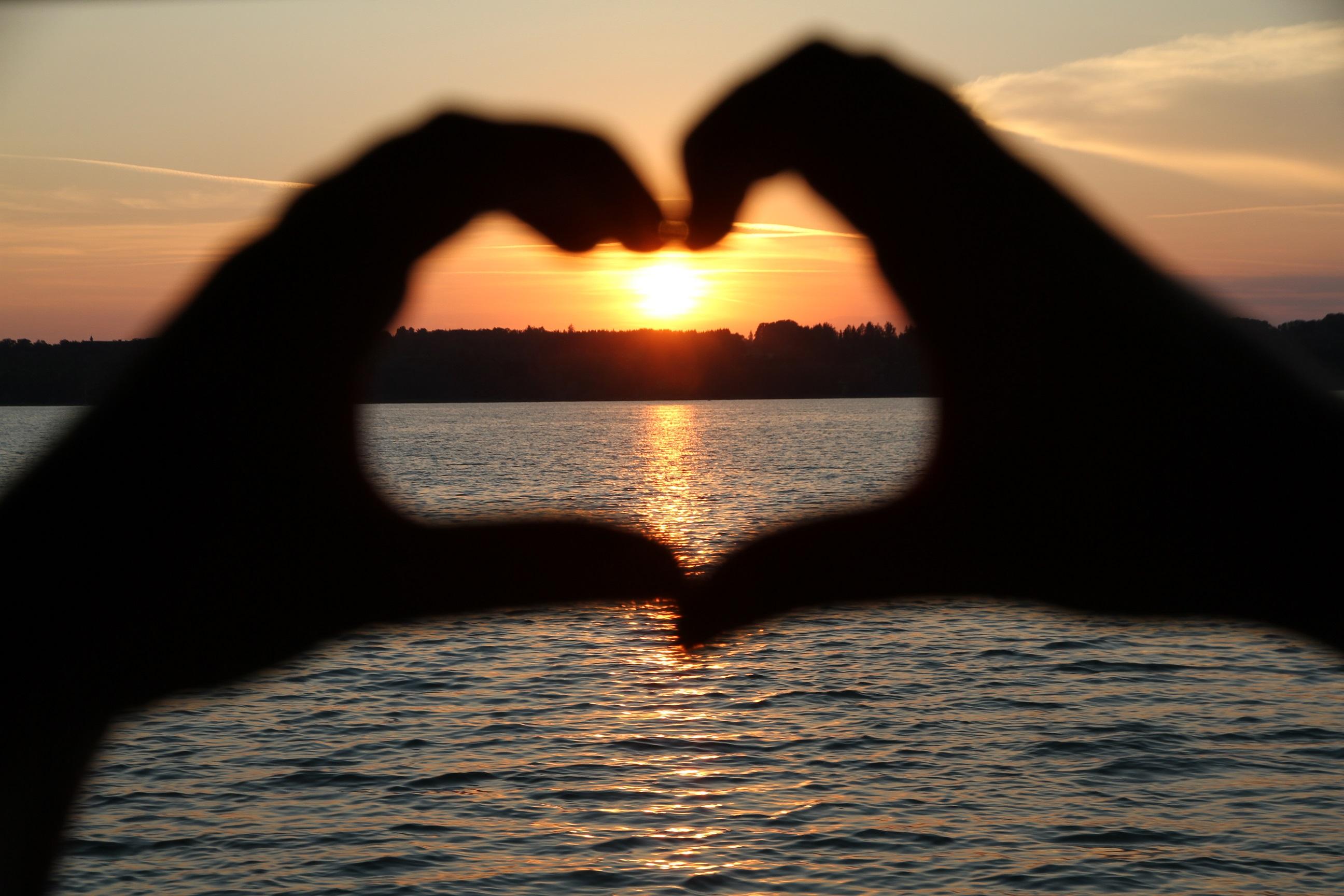 Sonnenuntergang am Tegernsee - Herzfinger