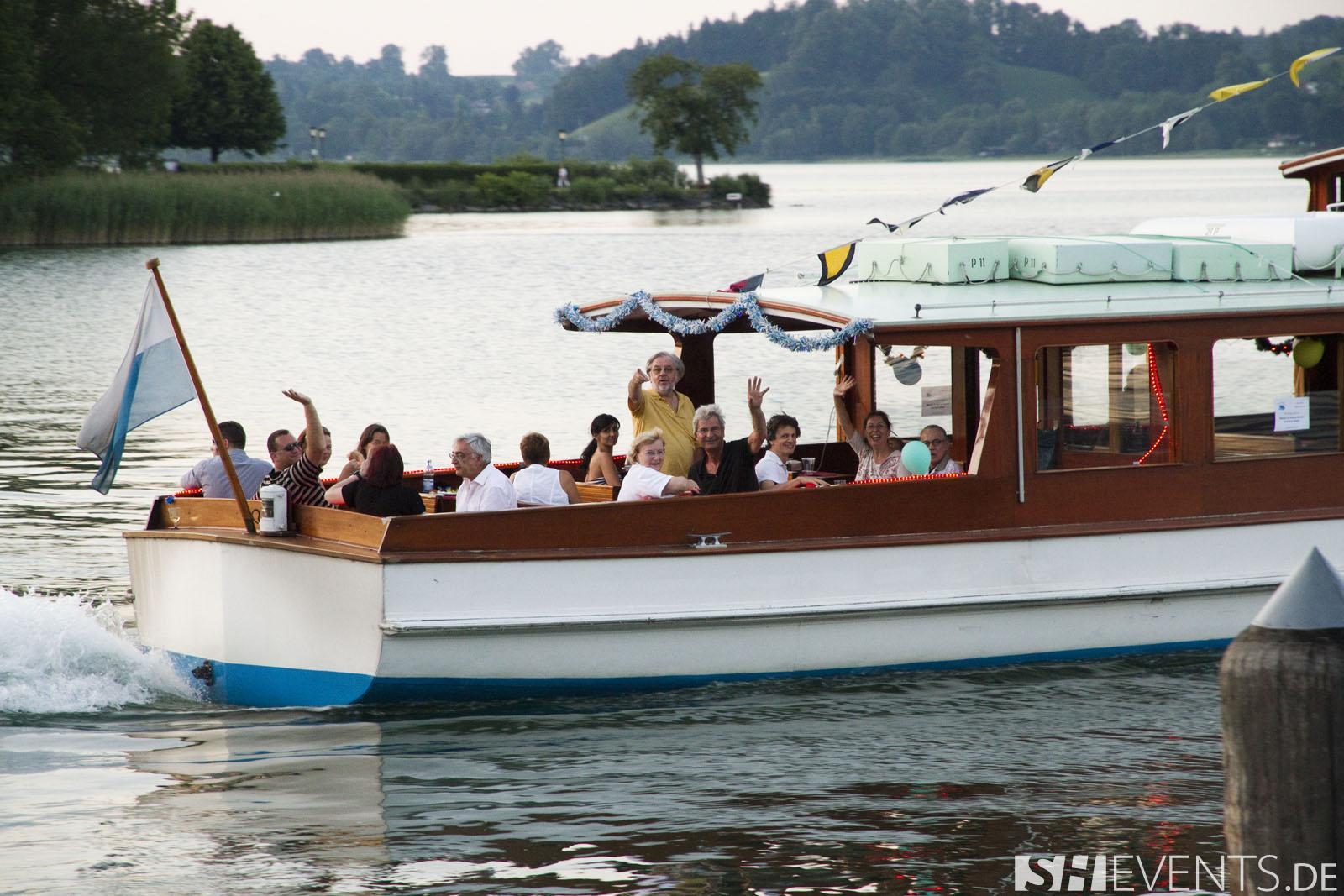 kleine Gruppe im Boot auf dem Tegernsee