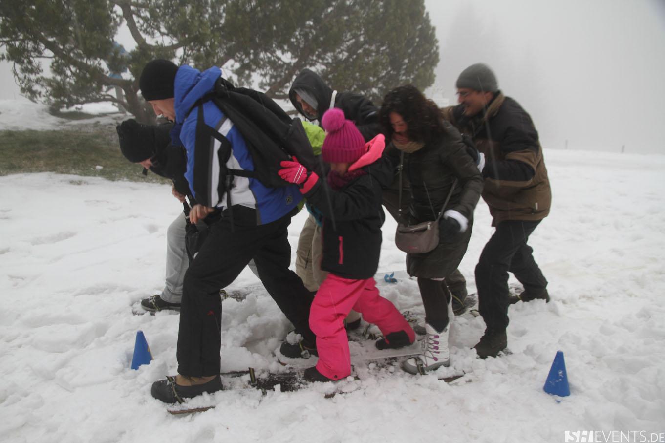 Teamskilauf im Schnee