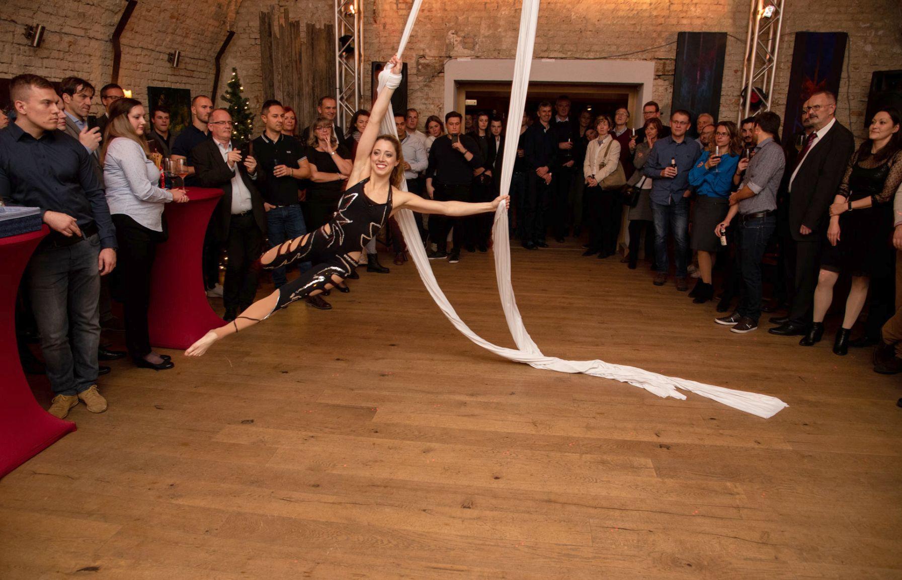 Akrobatin mit Seil