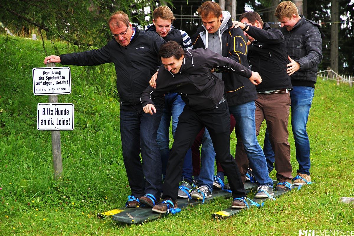 Teamskilauf während der Bayernolympiade beim HüttenEvent